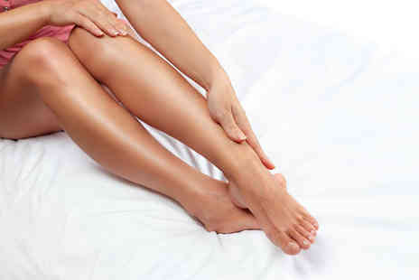 Naturalaser - Three sessions of IPL hair removal on a small, medium or large area - Save 74%