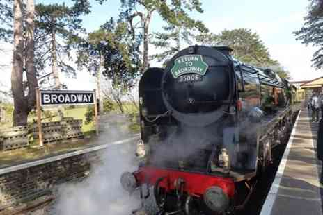 Experience the Cotswolds Tours - Cotswold steam tour thursday only - Save 0%